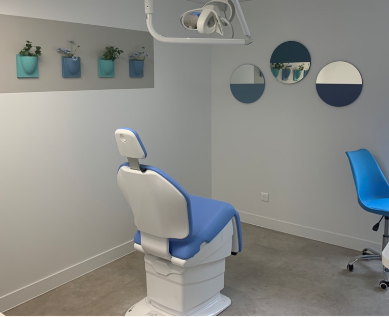 Dental Clinic in Paris with 4 VertiPlants Mini